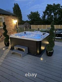 32amp Hot Tub, Spa, brand new, 1 lounger, 5 seat, LED lights, fountains, withfall