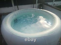 Bestway Lay-Z-Spa Paris AirJet Inflatable Hot Tub with LED Lights for 4-6 Perso